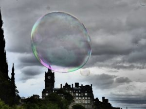 Seifenblase über Edinburgh