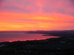 Sonnenaufgang von Edinburgh aus