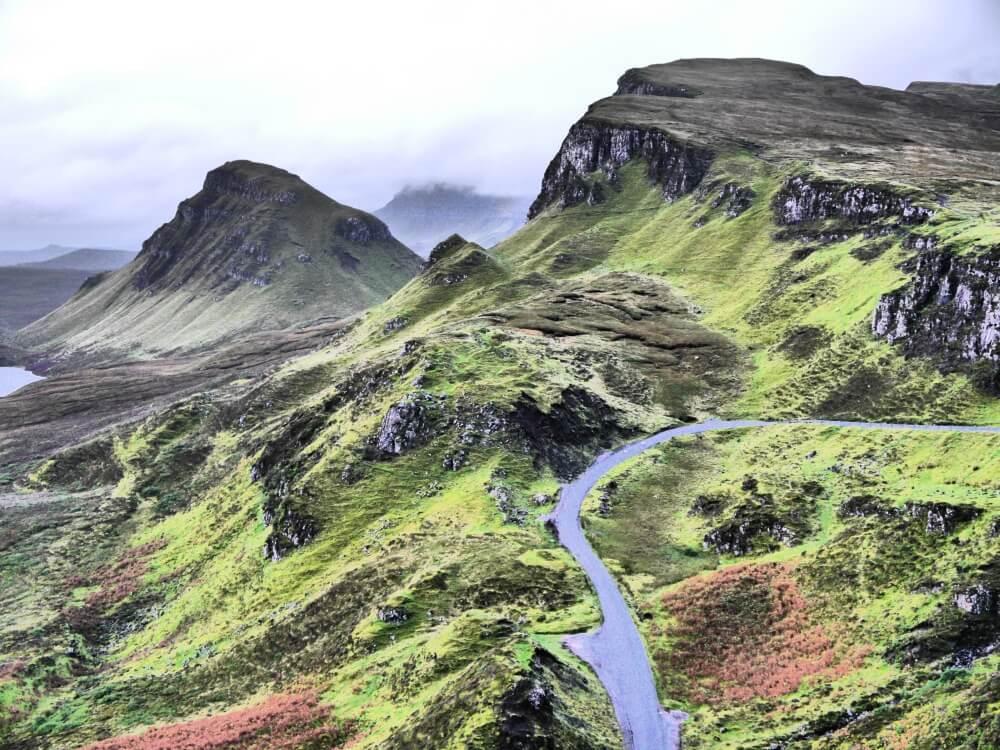 Tal mit Straße im Quiraing